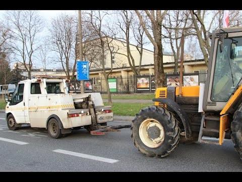 Takim-holownikiem-chcieli-wywozic-traktory